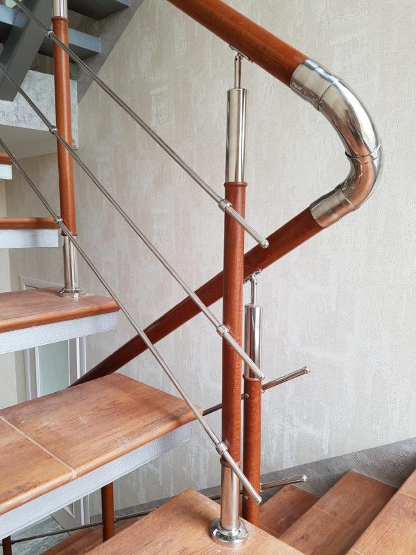 Ограждение лестниц и балконов комбинированное