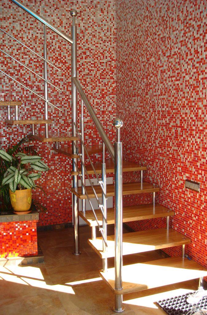 Выбираем лестницу на второй этаж