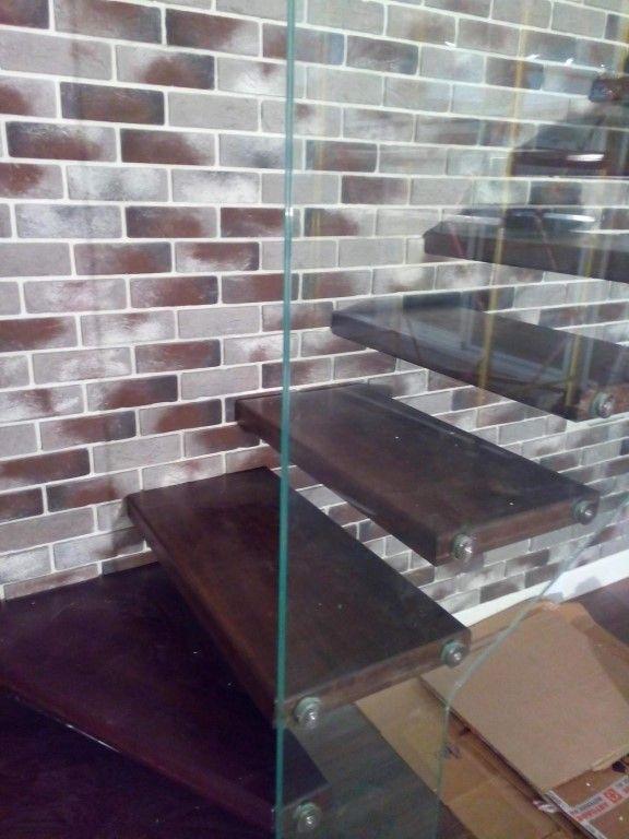 Лестница с стеклянным ограждением
