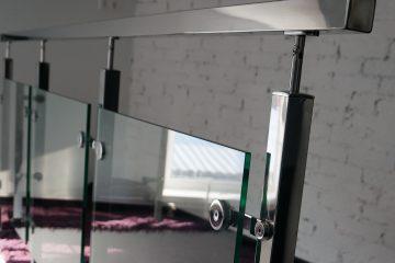 Перила из нержавейки со стеклом