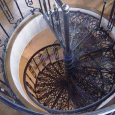 Винтовая лестница металлическая