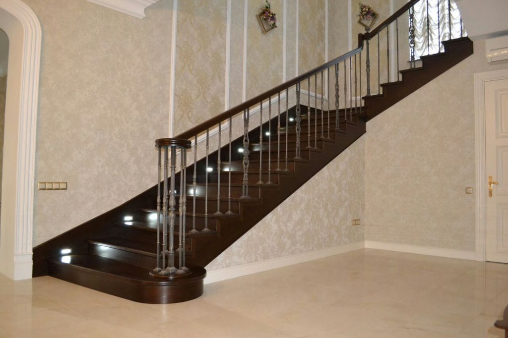 Деревянные лестницы на заказ
