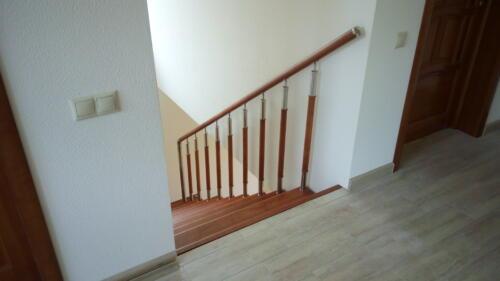 76 Лестница выходит в холл второго этажа